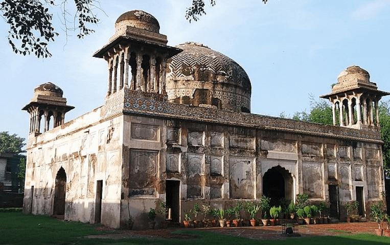600px-Southern_view_of_Dai_Anga_Tomb-1-1